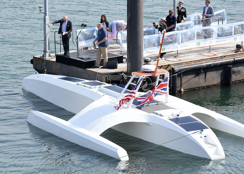 robert-wood-johnson-us-ambassador-to-the-uk-pouring-plymouth-gin-onto-the-mayflower-autonomous-ship-wayne-perry-008