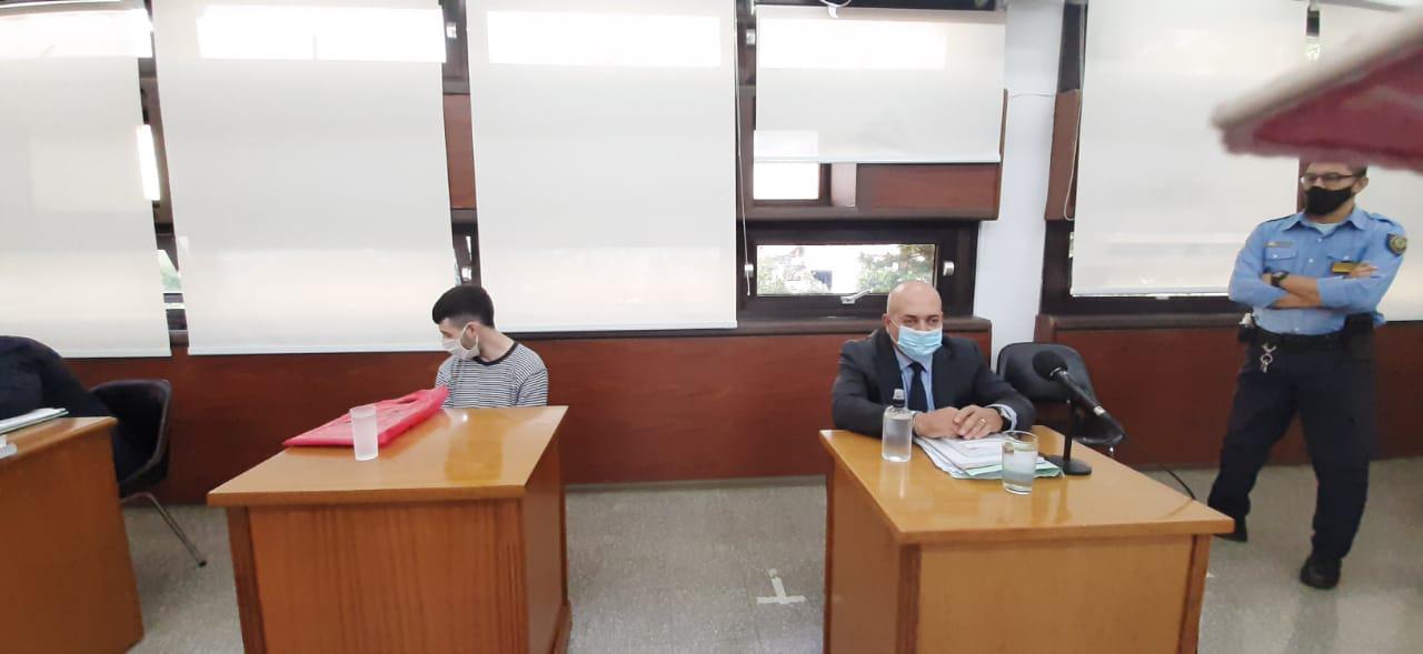 Imputado Emanuel Velazquez y defensor Alejandro Caram